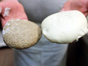 due impasti della pizza. uno integrale e uno tradizionale